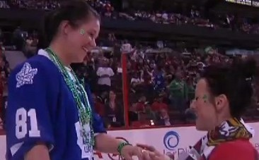 Love on Ice: Women Get Engaged at NHL Game (VIDEO) | This Gives Me Hope | Scoop.it