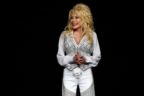 15 Minutes With Dolly Parton: The Queen of Country on Wigs, Relationships, and Presidential Politics | Gay Global (LGBT) | Scoop.it