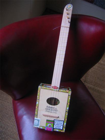 CigarBox Ukulele - Recyclart | Ukulele | Scoop.it