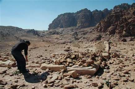 Archaeologist points to hidden monument in Jordan's Petra (Update) | Aux origines | Scoop.it