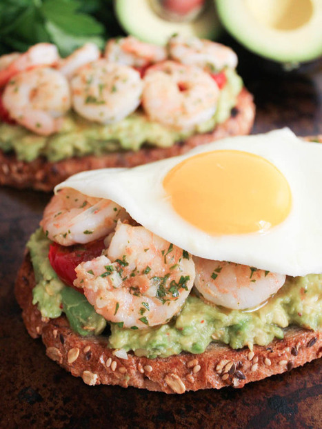 #HealthyRecipe // Avocado Toasts with Charred Tomatoes, Garlic Shrimp and Fried Eggs | Clean Eating | Scoop.it