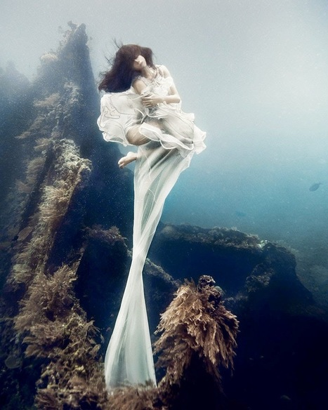 Models Dive 25 Meters To An Underwater Shipwreck In Bali For A Literally Breathtaking Photoshoot | Communities of the World | Scoop.it