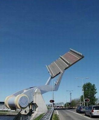 Leeuwarden Flying Bridge in Netherlands is just a Bridge in Disguise, or is that Robot in Disguise | complexitys | geek-stuff | Scoop.it
