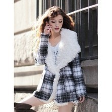Check Coat with Faux Fur Collar | Japanese Fashion | Scoop.it