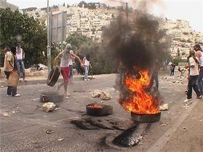 Witnesses: 7 injured in East Jerusalem clashes | Maan News Agency | Global politics | Scoop.it