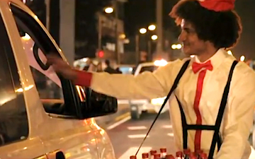 """Coca-Cola Transforms Crowded Highway into Outdoor Theater [VIDEO] 