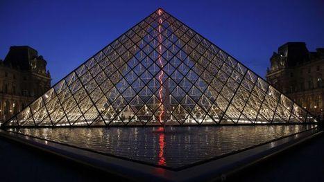 Un éclair rouge sous la Pyramide du Louvre - Le Figaro | HOTEL RELAIS SAINT-JACQUES | Scoop.it