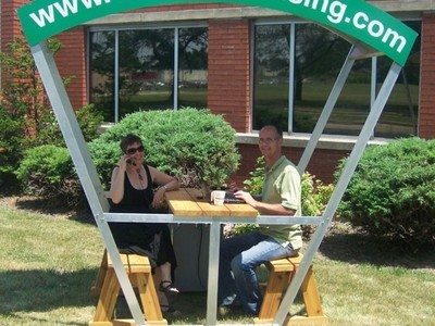 Solar Bench Lets You Charge Your Gadgets While You Work Outside | This Gives Me Hope | Scoop.it