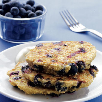 Fat-Burning Recipe: Blueberry Oat Pancakes with Maple Yogurt   TLS Weight Loss Solutions   Scoop.it