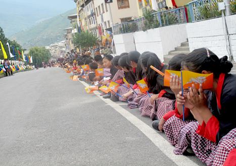 Thimphu students line along Norzin Lam to welcome His Majesty and Her Majesty Queen Jetsun Pema | Bhutan Observer Newspaper - Bhutan news | BhutanKingdom | Scoop.it