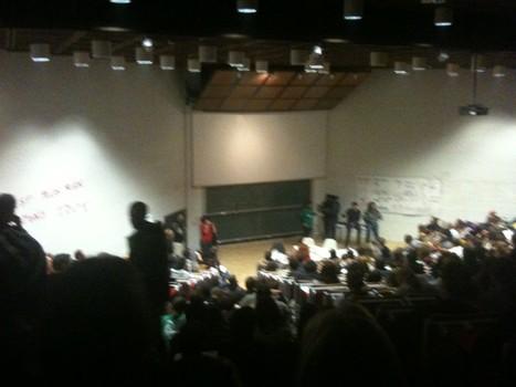 Tout l'amphitheatre plein /Todo el anfiteatro lleno en #agorabxl #15oReady mañana... Tomamos el europarlamento? http://yfrog.com/khnh6dhj | 15.O-Unitedforglobalchange | Scoop.it