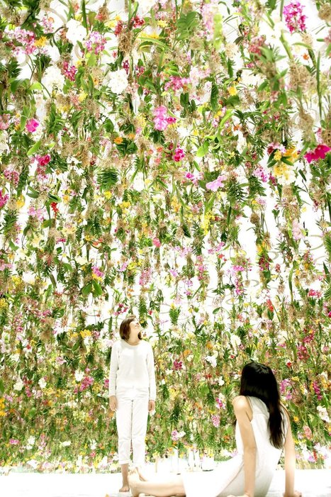 An Immersive Digitally-Controlled #Installation of 2,300 Suspended #Flowers by Japanese Art Collective #art | Luby Art | Scoop.it