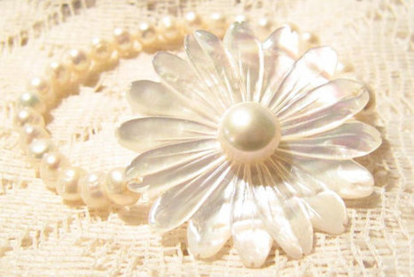 Freshwater Pearl Bracelet with Mother of Pearl Flower | Fabulous Vintage Jewelry | Scoop.it