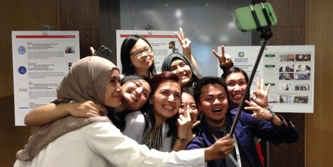 Teens Are Going Wild For The 'Selfie Stick' | leapmind | Scoop.it