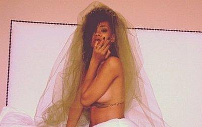 Buzz: Rihanna a demi nue sur Twitter !! (photo)   cotentin webradio Buzz,peoples,news !   Scoop.it