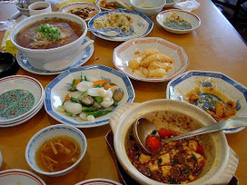 Bicultural Mama: Chinese Eating Customs -- How to Not Offend a Chinese Host | Mixed American Life | Scoop.it