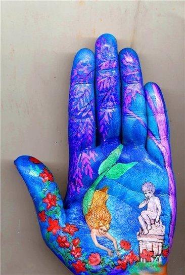 Artista usa sus manos como lienzo para pintar cuentos de hadas | Política exterior y armas de fuego | Scoop.it