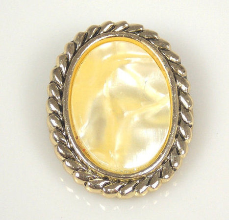 Vitage Oval Faux Mother Of Pearl Dress Clip Braided Border Gold Tone W Germany | Vintage Jewelry | Scoop.it
