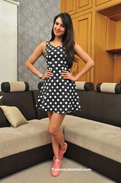 Sonal Chauhan wearing a Polka Dot H&M US Short Skirt | Indian Fashion Updates | Scoop.it