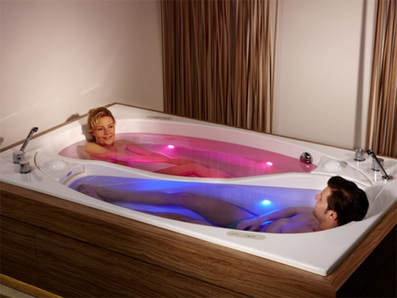 Couples (Color) Therapy: Double Bathtub, Dual Relaxation | VIM | Scoop.it