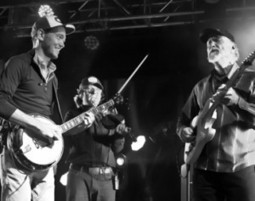 Infamous Stringdusters at Festy 2013 | Acoustic Guitars and Bluegrass | Scoop.it