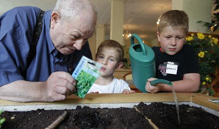 Mon pôte âgé : des jardins solidaires qui associent enfants et séniors | Seniors | Scoop.it