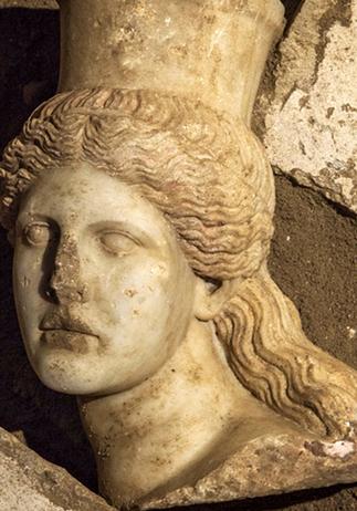 Arqueólogos griegos descubren cabeza de esfinge en tumba ... - Latercera   Mitologias del Mundo Antiguo   Scoop.it