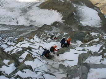 Des gendarmes surveillent désormais les voies d'accès au mont Blanc | World tourism | Scoop.it