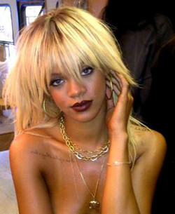 "Rihanna devient blonde pour le magazine ""ELLE"" ! - Photo ... 