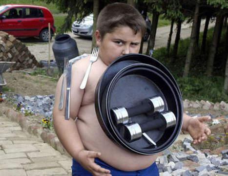 Il fait tenir 25 kg de métal sur son ventre grâce à son corps aimanté | Mais n'importe quoi ! | Scoop.it