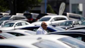 Good time to buy: US car buyers borrow more as rates fall and standards loosen - Chicago Tribune | Tips in Buying New Car | Scoop.it