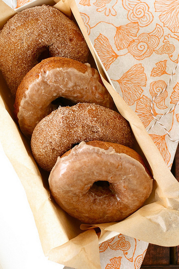 #RECIPE - Pumpkin Doughnuts | The Man With The Golden Tongs Hands Are In The Oven | Scoop.it