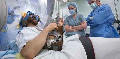 Toca la guitarra mientras le operan el cerebro | Guitarra | Scoop.it