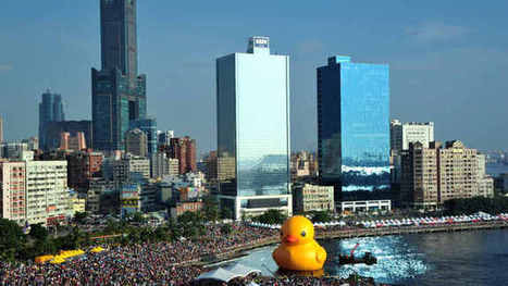 Giant duck explodes in Taiwan | eyes wide open | Scoop.it