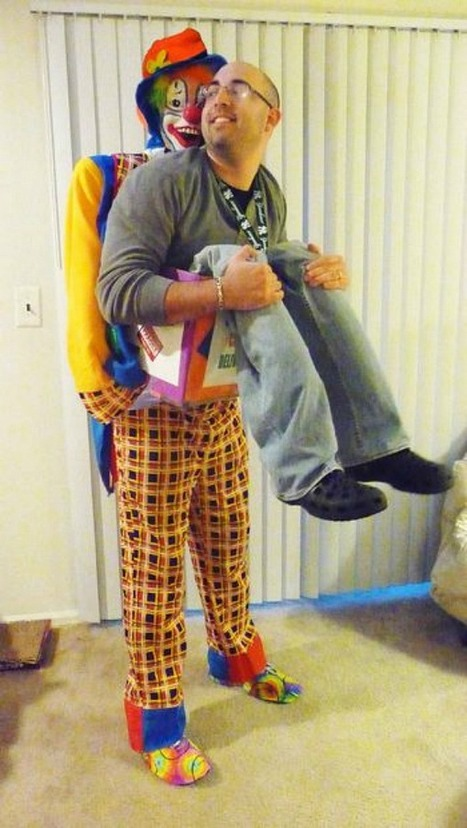15 Fun Halloween Costumes That Use Fake Legs to Create An Illusion | Strange days indeed... | Scoop.it
