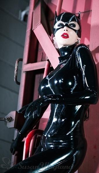 Catwoman Rises - Latex Story Susan Wayland   Latex   Scoop.it