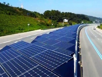 20 Miles of Solar Panels Give Bikers Shelter Along Highway | Gadgets, Science & Technology | Green construction and sustainable development practices | Scoop.it