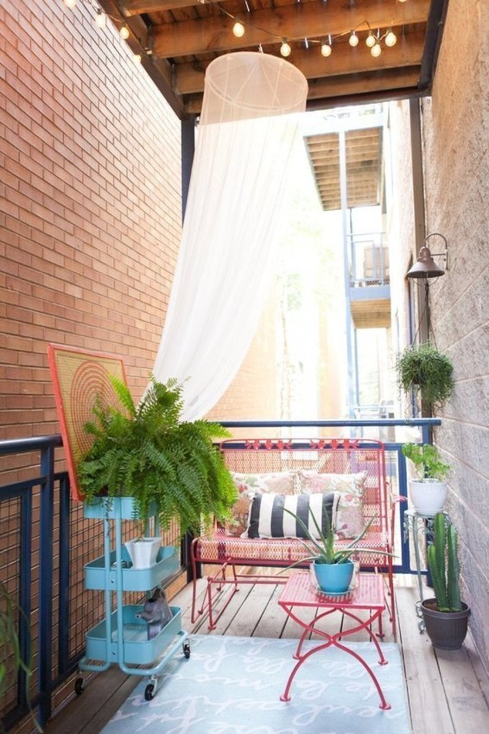 No Yard? No Problem:  The Best Balcony, Rooftop and Patio Gardens   Apartment Therapy's Home Remedies | Container Gardening | Scoop.it