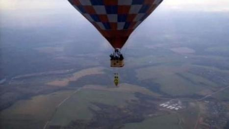 Daredevil TV Producer Tests Super Glue by Hanging Upside-Down from Hot Air Balloon 5,000 Feet in the Air | Strange days indeed... | Scoop.it