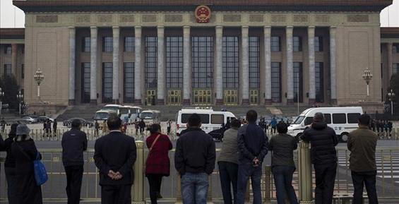 AP News - Chinese leaders launch meeting amid r...