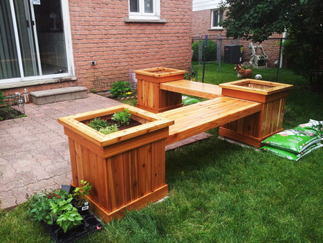 DIY Corner Planter Bench | Free Outdoor Plans - DIY Shed, Wooden Playhouse, Bbq, Woodworking Projects | DIY Plans | Scoop.it