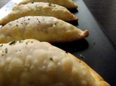Meatless Monday Recipe: Vegan/Vegetarian Empanadas | Global Animal | My Vegan recipes | Scoop.it