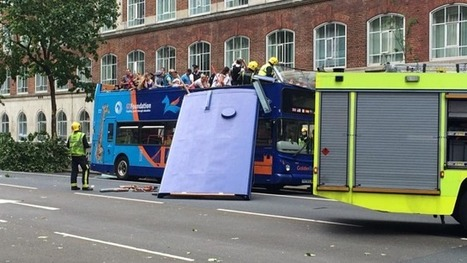 Tourist bus has its roof ripped off after colliding with tree in London | QTRA | Scoop.it