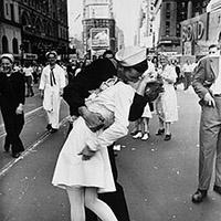 Le baiser de Times Square: l'une des photos les plus romantiques au monde dépeint une agression sexuelle | Slate | Photographie | Scoop.it