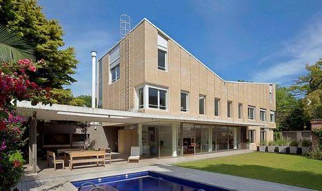 Grande maison en briques sur trois étages avec sa piscine lumineuse en Argentine | Construire Tendance | Scoop.it