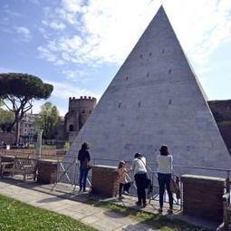 Restyling da 2 milioni, la Piramide Cestia torna bianca come duemila anni fa   LVDVS CHIRONIS 3.0   Scoop.it