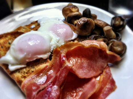 Poached eggs on toast with sides of bacon and mushrooms | Bacon Love | Scoop.it