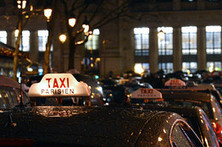 Uber and other online car services are  in a French street fight with traditional taxis. | Current Tech | Scoop.it