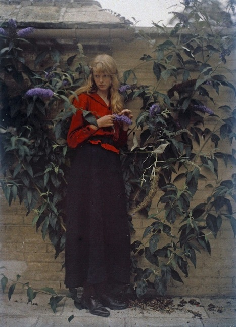 Dreamlike Autochrome Portraits of an Engineer's Daughter From 1913 Are Among the Earliest Color Photos | Photography | Scoop.it