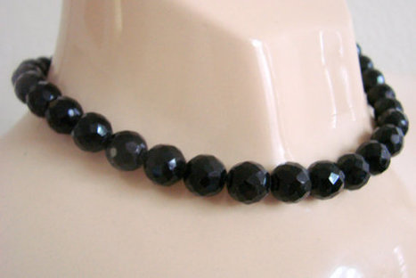 Antique Black Glass Bead Choker Necklace / Faceted 10mm Beads / 30s 40s / Vintage Jewelry / Jewellery | Jewelry | Scoop.it